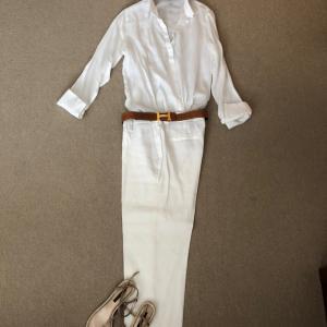 全身Massimo Duttiの白のリネンで外交特権と霞ヶ関