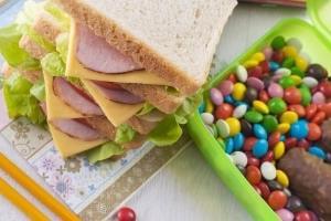 管理栄養士が子どもに与えない食品