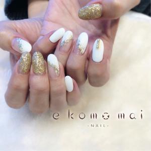 ホワイト×ゴールドネイル