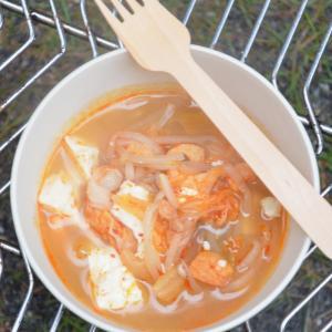 アウトドアレシピ キムチの辛いスープ