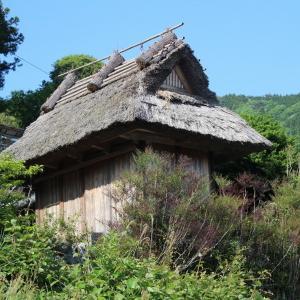 番所だった建物の茅葺屋根がガルバリウム屋根に!