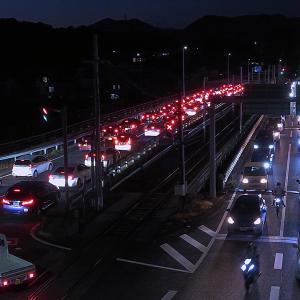 夕方のラッシュの鏡川橋