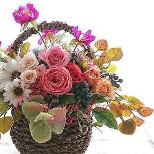 太陽のように明るいお花たちを詰め込んだバスケット