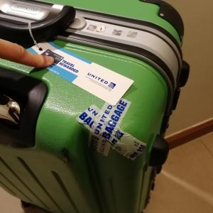 空港で傷がついたスーツケースが修理されて帰ってきました