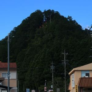 R151沿いの山頂の神社