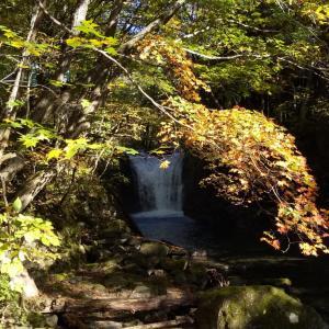 止滝と十和田湖の紅葉