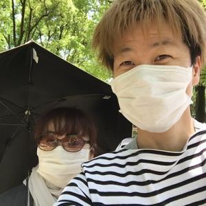 日傘を買おうか真剣に悩んでます。
