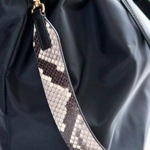 人生初の柄にチャレンジ!☆秋冬ファッションのワンポイントになるパイソン柄本革ベルトのバッグ