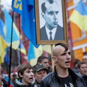【ウクライナ】過激なバンデラ主義者によるナチスを彷彿させる「たいまつ行進」