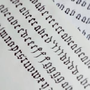 ゴスロリみたいな文字♡ゴシック体