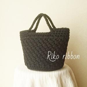 アップサイクル糸の編み模様入りバッグ