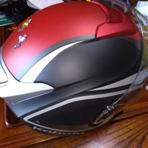 ヘルメットの内装を洗う・・・。