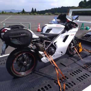 バイクで初のレッカー・・・。
