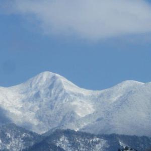 白魔の山が神々しく輝き・・。