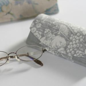 友人へのプレゼント ~眼鏡ケース~