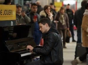 『パリに見いだされたピアニスト』バッハ、ラフマニノフ、ショパンの難曲が聞けます。