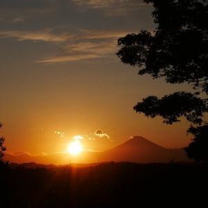 秋の夕陽と富士