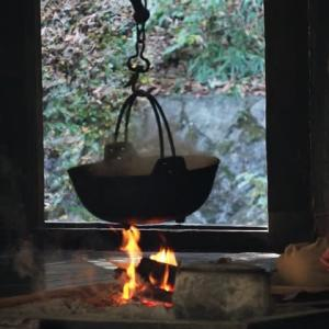 「冬の夜」懐かしい囲炉裏端の風景