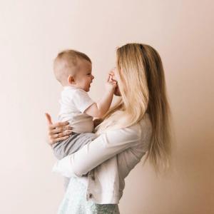 赤ちゃんにたくさん話しかけて、表情力豊かなこどもに育てよう✨