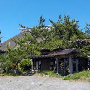 新潟県柏崎市に茅葺屋根の古民家が格安で売りに出されている!