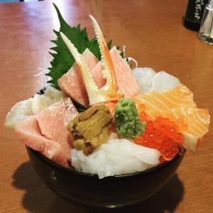 「新潟鮮魚問屋 港食堂」で最強の特選海鮮丼を食べよう!