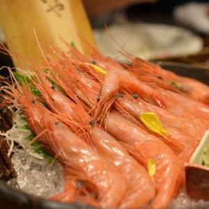 ズムサタで紹介される万代島鮮魚センター「港食堂」の南蛮エビ丼は今日と明日だけの特別限定メニュー