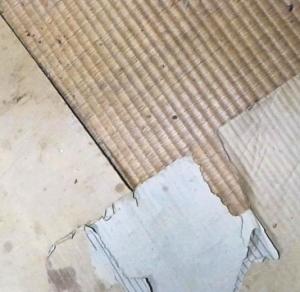 畳の上にダンボール
