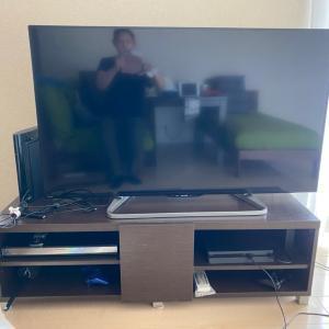 テレビ裏の配線整理。