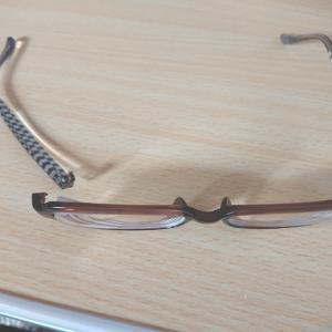 咳は出るし、物を失くすし、眼鏡が壊れた。