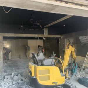 江坂の店舗工事、解体です!