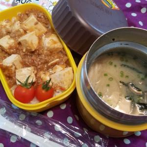 麻婆豆腐丼とだご汁の弁当。