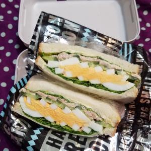 サンドイッチのお弁当と家ご飯。