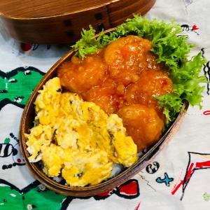 エビチリ丼の弁当。