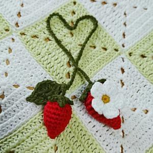 忘れていた編み途中の苺ちゃん 1年ごしで完成