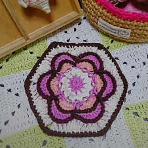 Painted flower hexagonモチーフ1つ完成しました♪