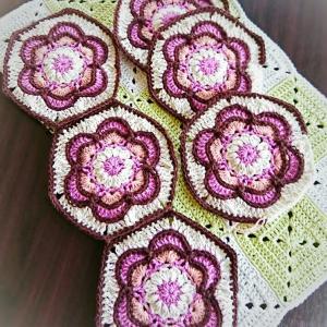 Painted flower hexagonモチーフ