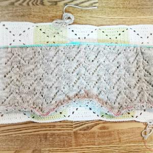 ウエア編み始めました  ~1玉終わったところです