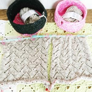 矢羽根模様のカーディガン④ ◆左右前見頃を同時編み♪