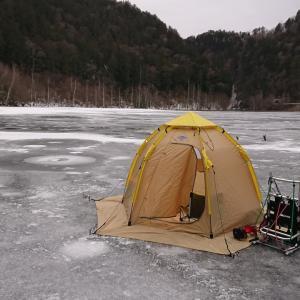 令和2年氷上に立つ。氷上ワカサギ釣りの始まり、始まり。