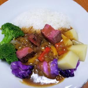 昨日の晩御飯「ローストビーフとカラフル野菜のカレー」
