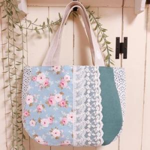 ブルー系花柄とレースのバッグ