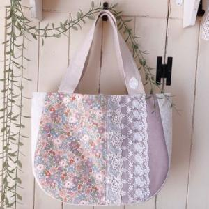 優しいパープルの花柄バッグ