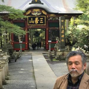 三峰神社で一部紅葉