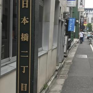 日本橋に猫展作品の搬入
