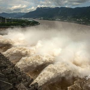 【三峡ダム7月27日】【緊急速報】中国河南省でダム決壊の恐れ。中国の17河川で決壊の恐れ
