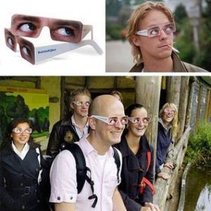 『どこ向くメガネ』
