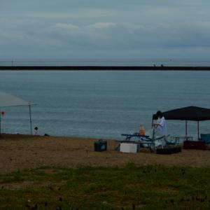 今夏も感染防止策をされて海岸へ。