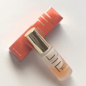 先端の美容皮膚科学理論に基づき開発された2層式美容液