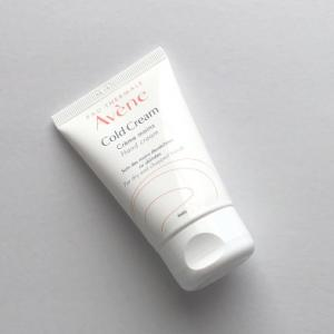 ベタつかないのに高保湿な敏感肌用薬用ハンドクリーム