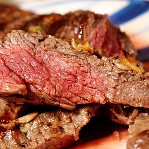 令和01年11月23日(土) 昼:家飯・冷凍炒飯 夜:伊賀家飯・鶏皮 豚肉野菜炒め ビフテキ